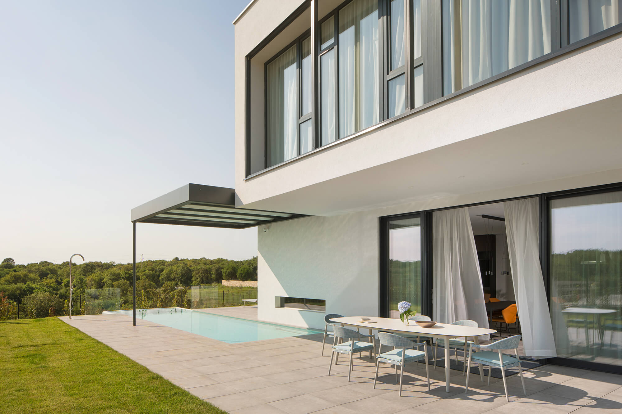 Villa with outdoor pool and game room